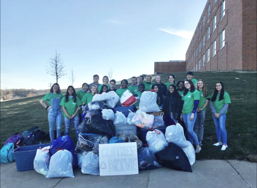 JCHS%27s+Green+Team+poses+with+their+final+clothing+haul+after+their+clothing+drive.